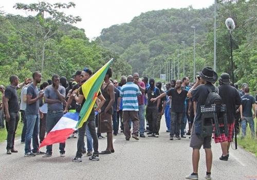 Fransız Guyana'sında grev ve  blokaj