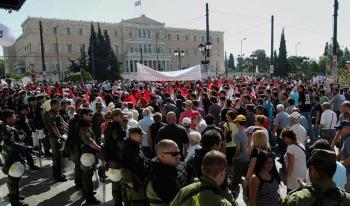 İşçiler Maliye Bakanlığı'na pankart astı