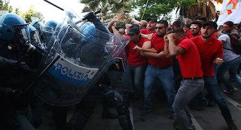 G7 protestosuna saldırı