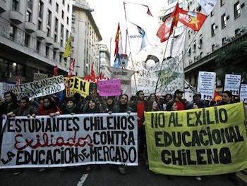 Şilili öğrenciler yine sokağa çıktı