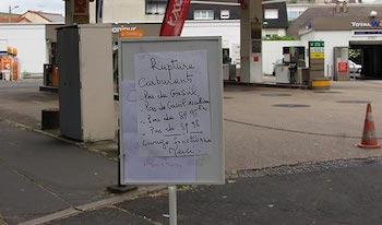 Fransa'da yakıt stokları eriyor